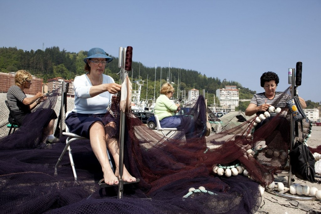 "The ""rederas"". Women workers at a Basque harbour."
