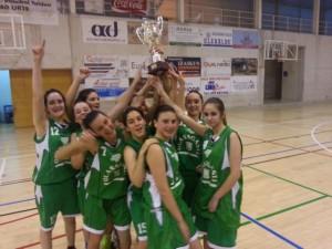 Equipo Basket Ibaizabal Conservas Olasagasti cadetes jugando un partido de la liga de Bizkaia.