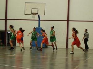 Equipo Basket Ibaizabal cadetes Conservas Olasagasti jugando un partido de la liga de Bizkaia.