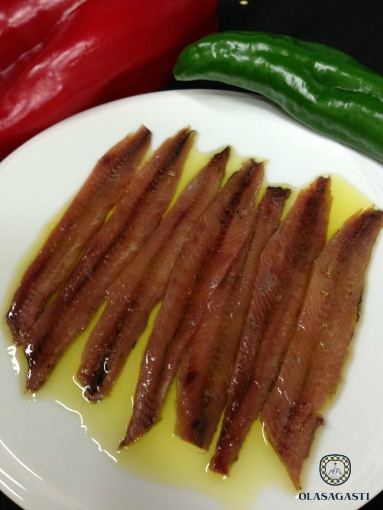 Filetes de anchoa del Cantábrico en salazón servidos en aove