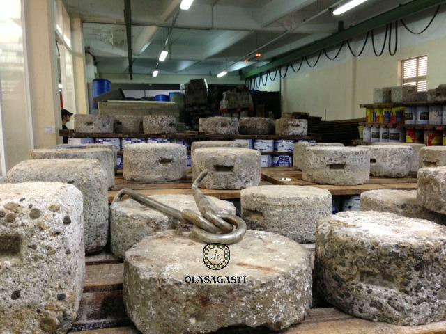 Piedras prensando la Anchoa del Cantábrico en salazón en la fábrica Olasagasti