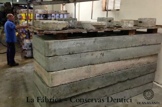 conservas_dentici_marta_olass_anchoa_cantabrico_salazon_fabrica_maduracion_pesos_placas_piedra