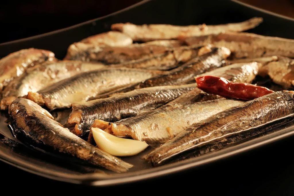 conservas-olasagasti-abrir-y-zampar-receta-tradiconal-anchoas-cantabrico-al-ajillo