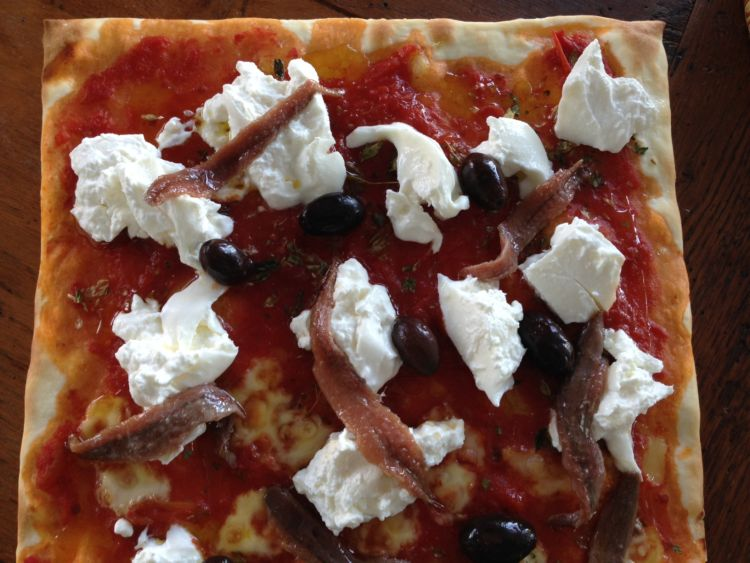 conservas_olasagasti_dentici_receta_pizza_burrata_anchoa_blog