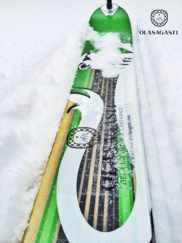 Kaiku y la montaña. Sobre todo cuando está nevada. Esquís Olasagasti