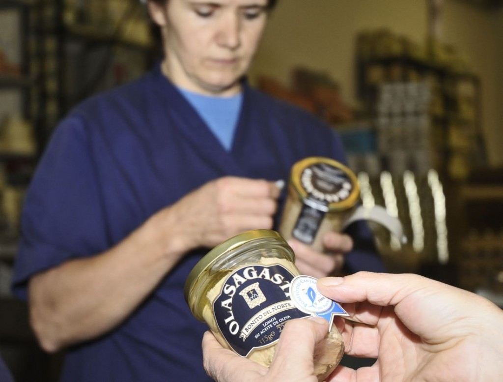 conservas_dentici_basque_factory_artisan_process_the_best_canned_fish_label