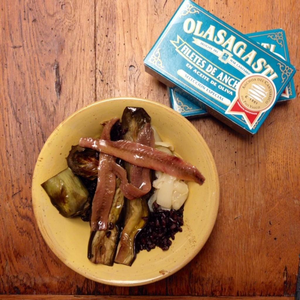 conservas_olasagasti_receta_la_mejor_anchoa_del_cantabrico_verdura_escalibada_receta_arroz_negro