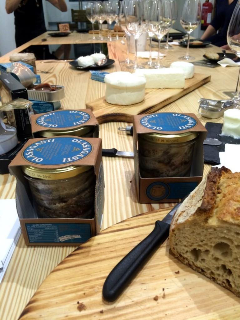conservas-olasagasti-anchoas-y-quesos-artesanos-pan-panic-madrid-conde-duque