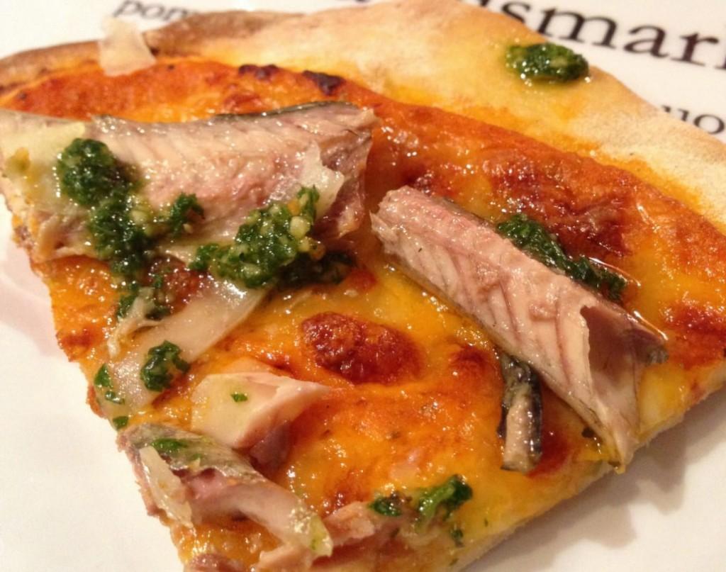 Pizza con deliciosa caballa del cantábrico