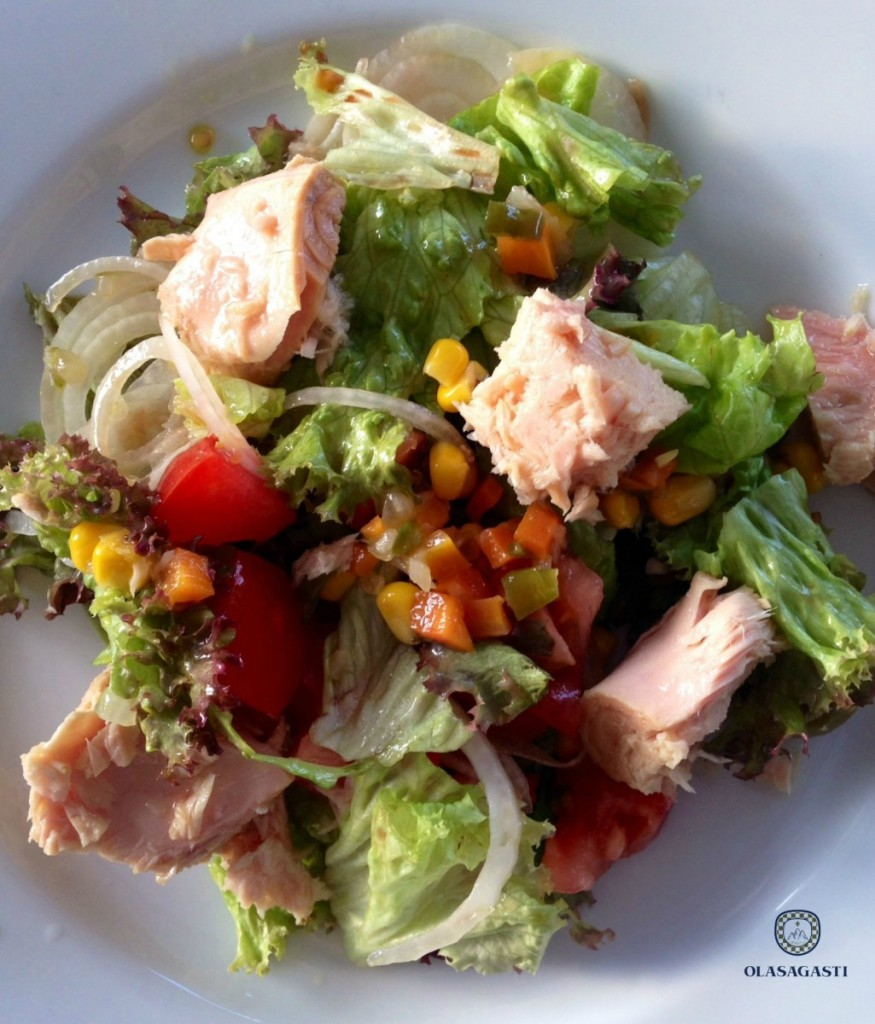 Tuna salad for 5 ideas basque tuna anchovies. Easy recipe.