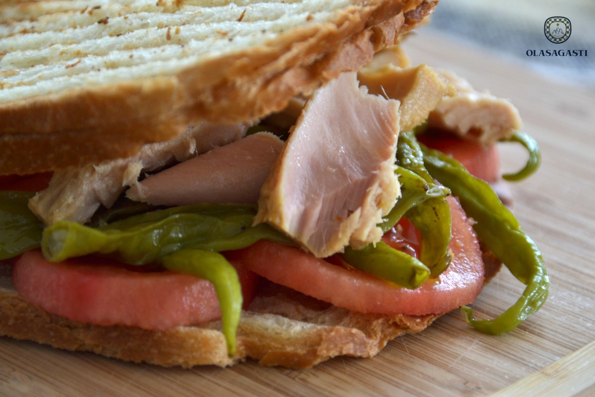 conservas-olasagasti-sandwich-agote-bonito-del-norte-piparras-receta-bocata-casero