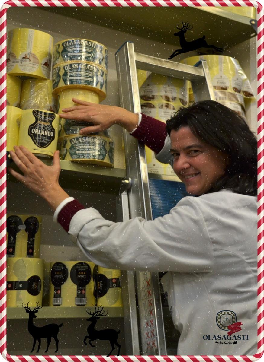 conservas-olasagasti-dentici-fabrica-mujer-etiquetas-produccion-navidad-felices-fiestas