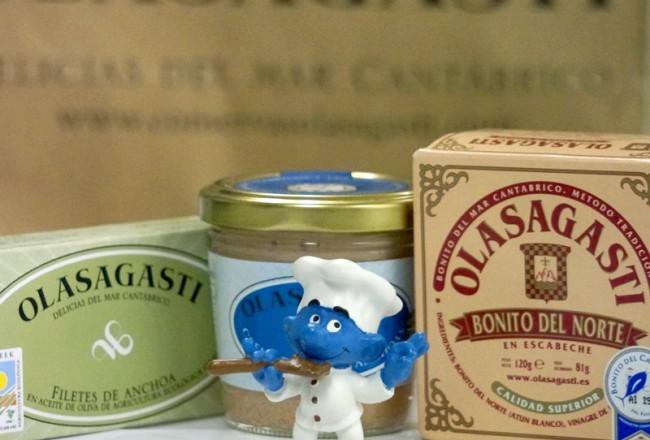 pitufo cocinero con Conservas Olasagasti, bonito del norte, filetes de anchoa ecológica y crema del Cantábrico