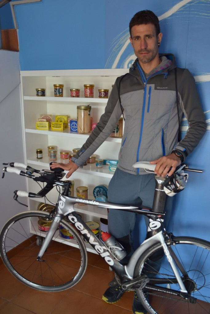conservas-olasagasti-ibon-oregi-triatleta-bicicleta-carreras-conservas-de-pescado-bonito-del-norte-cantabrico