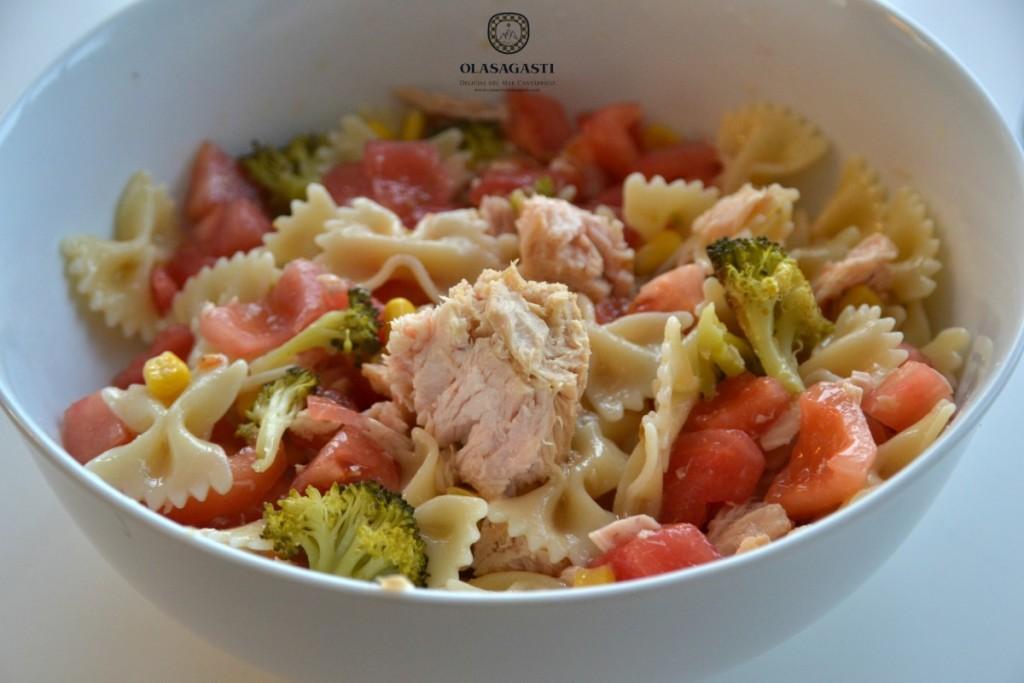 conservas-olasagasti-receta-ensalada-de-pasta-con-bonito-del-norte-tomate-brocoli-receta-para-deportistas