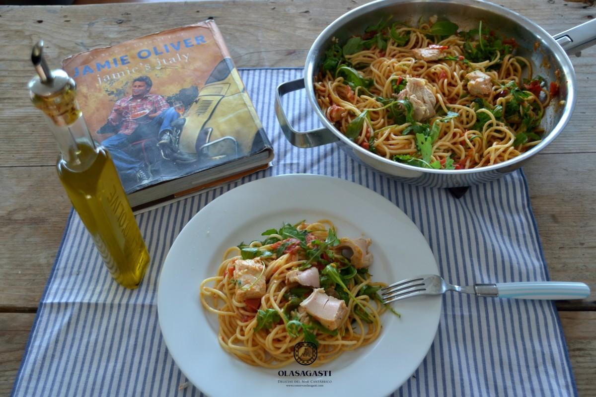 jamie-oliver-receta-pasta-conservas-olasagasti-bucatini-gennaro-bonito-del-norte-en-conservajamie-oliver-receta-pasta-conservas-olasagasti-bucatini-gennaro-bonito-del-norte-en-conserva