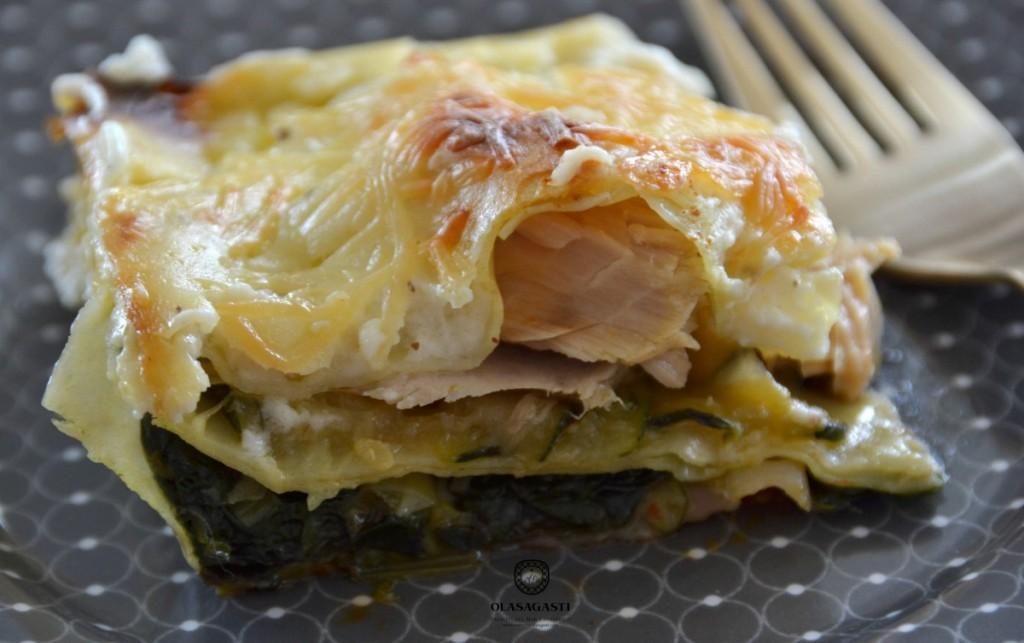 Corte de la lasaña: El bonito del norte no se seca en el horno al permanecer entre capas con los jugos del resto de ingredientes