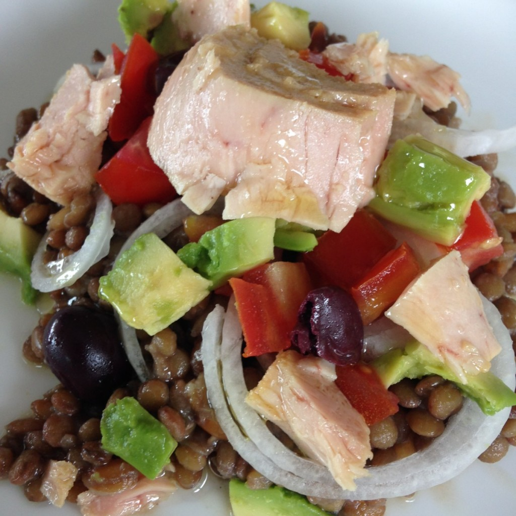 Receta de aprovechamiento: Aprovechar lentejas cocidas y verduras empezadas para preparar una súper ensalada con Bonito del Norte Olasagasti