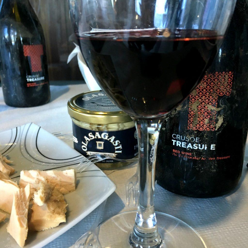 Hamaiketako compuesto por productos Olasagasti y vino Crusoe Treasure