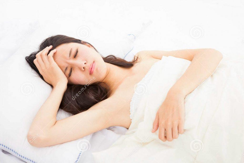 mujer-en-cama-4-platos-para-cuando-estás-enfermo