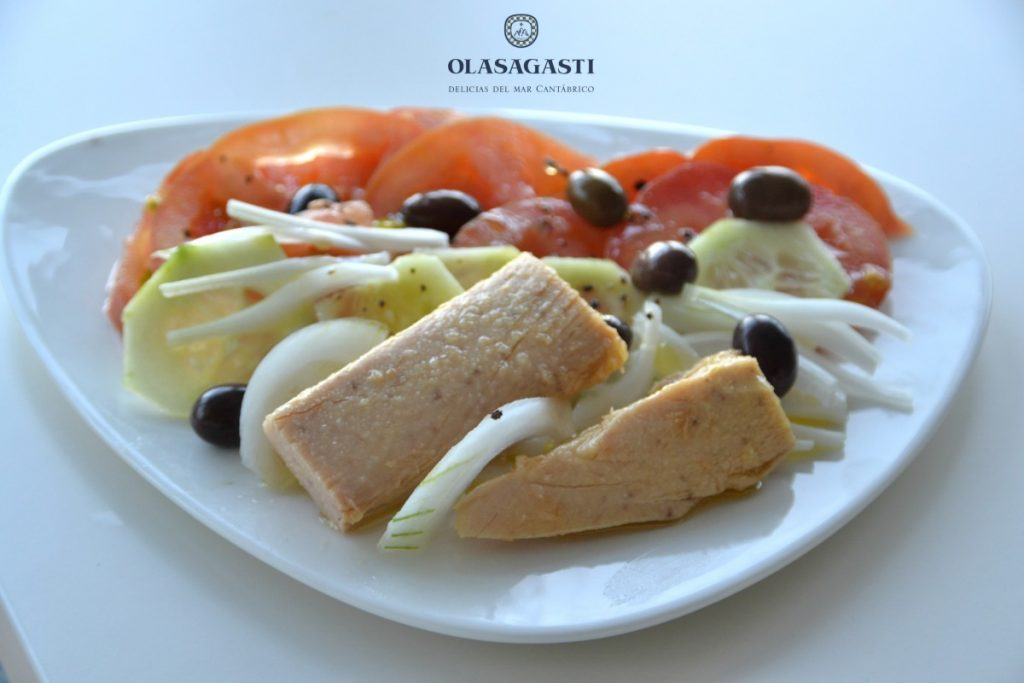 Receta de ensalada griega con bonito del norte olasgasti