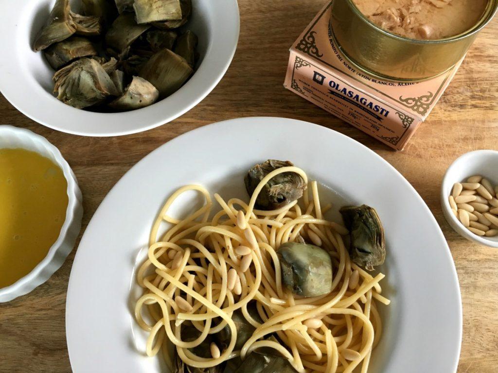 Ingredientes para la carbonara de alcachofas y bonito del norte