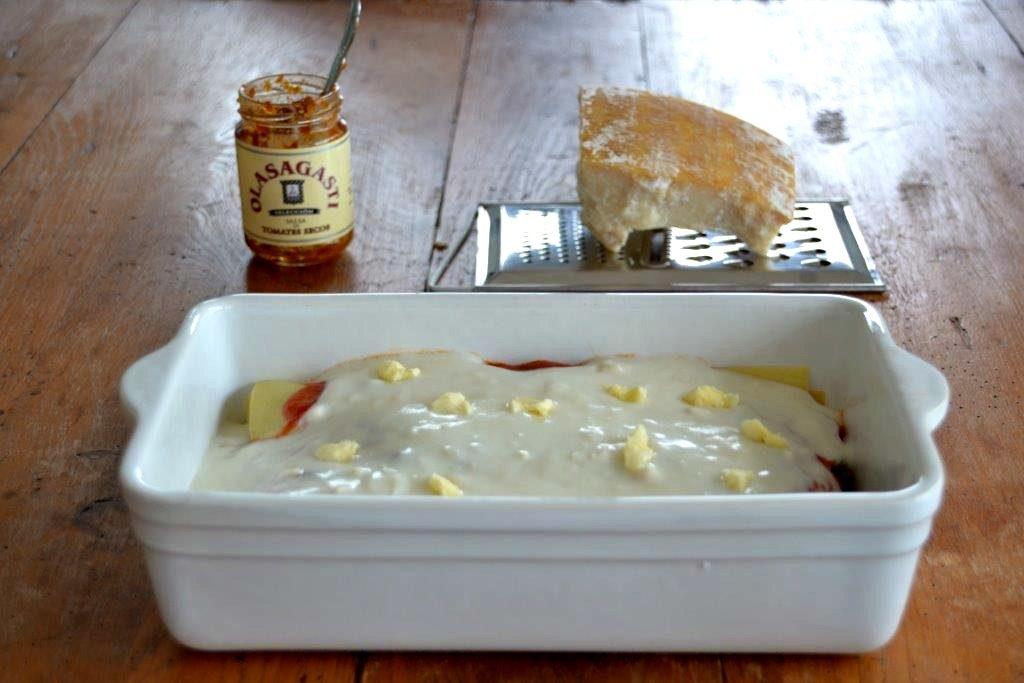 Salsa de tomates secos en lasaña de verduras y bonito del norte Olasagasti
