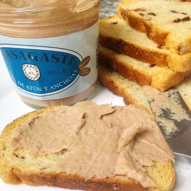 Pan con crema del Cantábrico Olasagasti para el menú del día