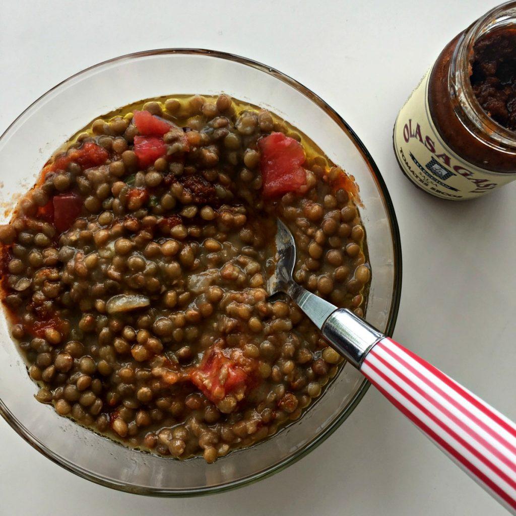 Lentejas con tomate y salsa de tomates secos Olasagasti