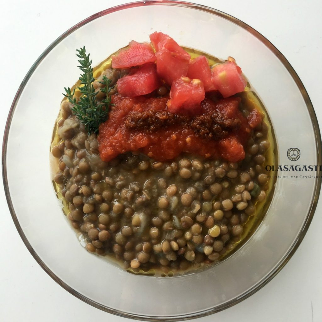 Lentejas con tomate a temperatura ambiente