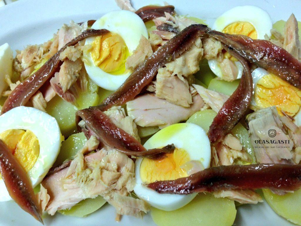 Las ensaladas son para el verano: Patatas con huevo, anchoas y bonito del norte Olasagasti