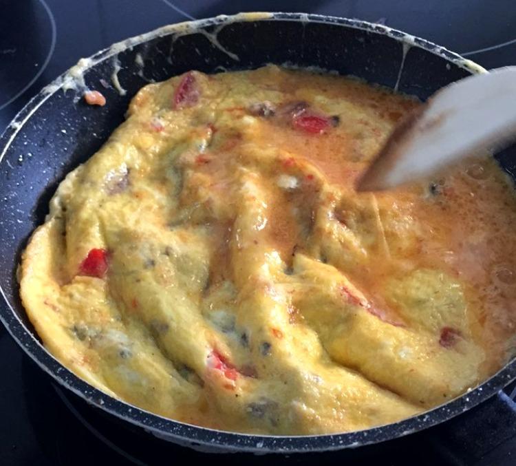 Anchoas al ajillo Olasagasti y huevos para la tortilla de rechupete