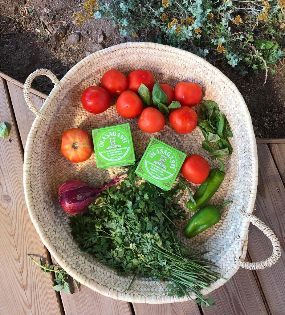 En Biocultura Madrid verduras ecológicas y atún claro en aceite de oliva virgen extra Olasagasti