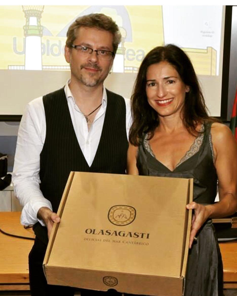 Conservas Olasagasti para Juanma Bajo Ulloa en el premio Labayen de cine
