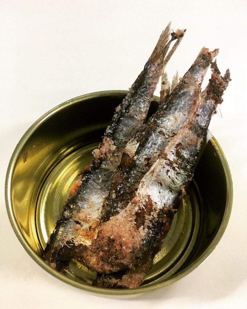 Quin se anima a limpiar unas anchoas? Hoy abrimos unhellip