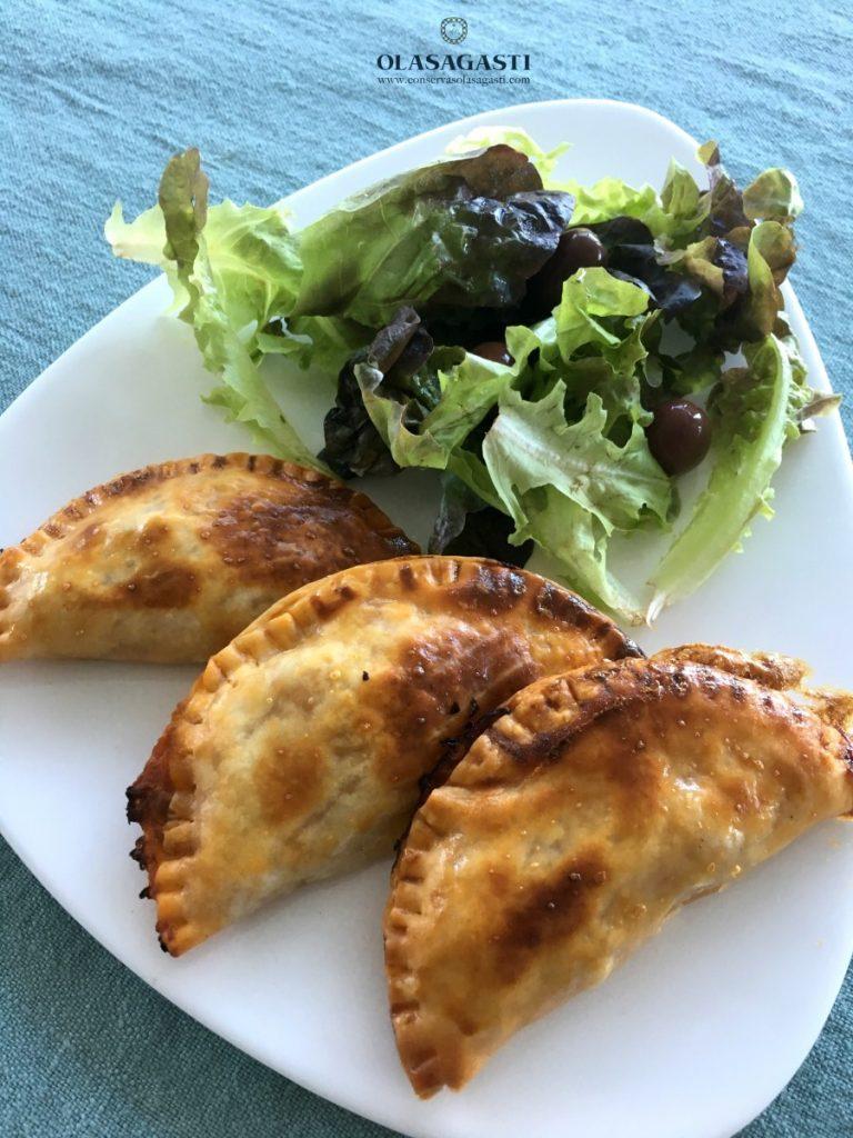 Empanadillas de atún rojo Olasagasti con ensalada