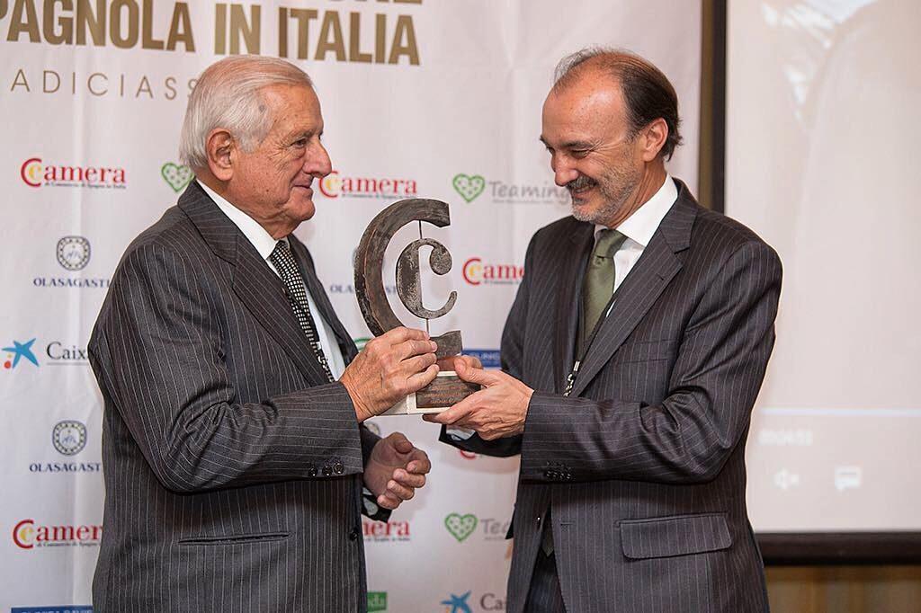 El Embajador de Espaa en Italia entrega a Ignacio Orlandohellip