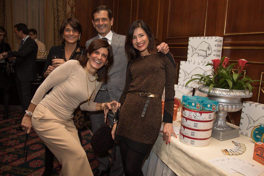 Matteo Orlando y sus hermanas junto a Marta Mendia en el acto del Premio a la mejor empresa española en Italia