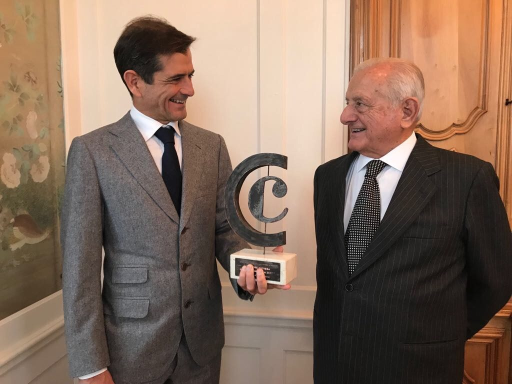 Matteo e Ignacio Orlando Olasagasti. Padre e hijo disfrutando del premio a la mejor empresa española en italia
