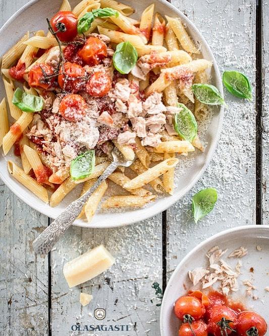 Pasta con tomate y bonito en escabeche con la Cremahellip