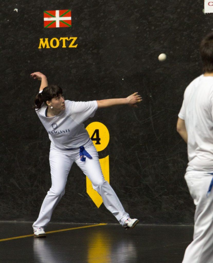 Leire Etxaniz campeona pelota mano del Olasagasti Team. Conservas ganadoras.