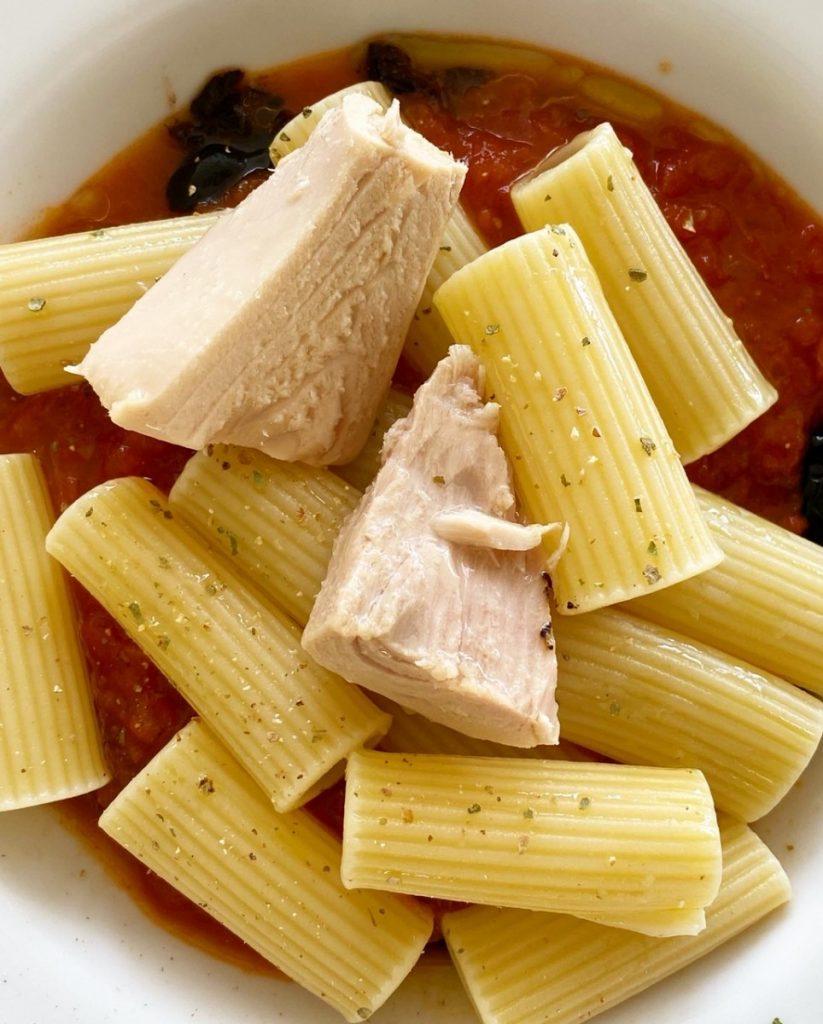 Platos a base de conservas como pasta con tomate y bonito del norte olasagasti