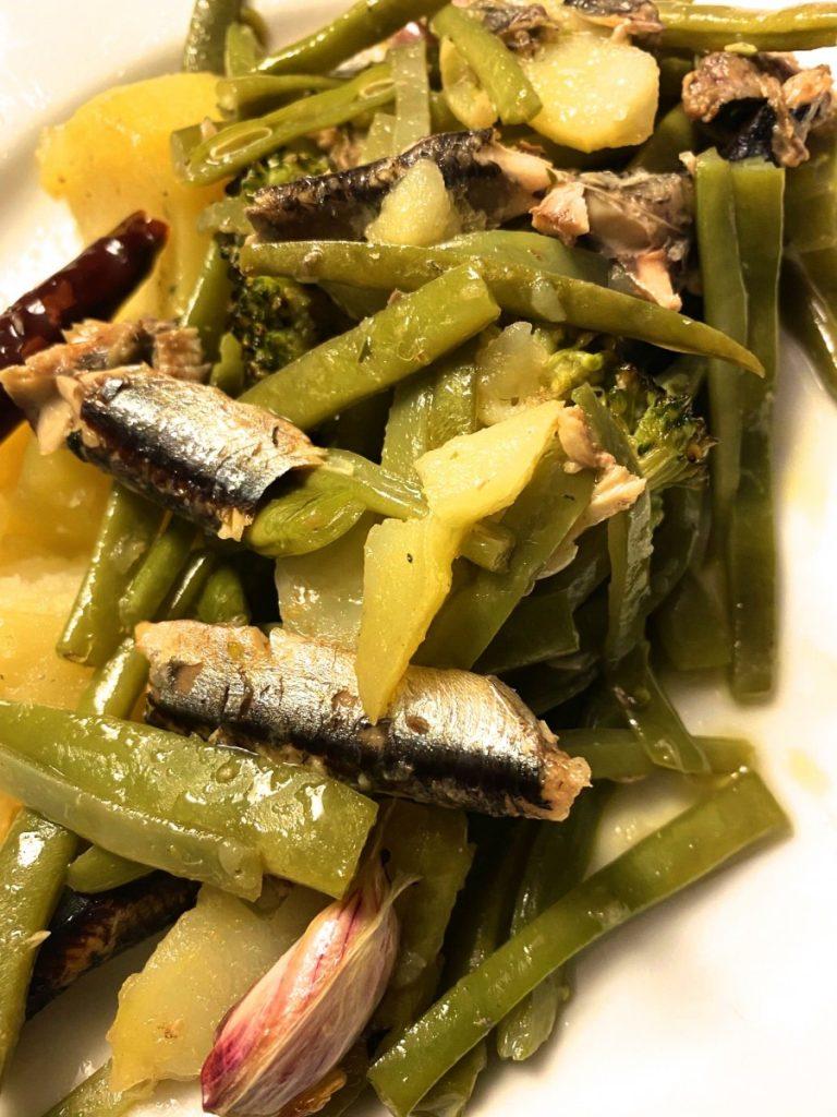 Verdura salteada con anchoas al ajillo Olasagati.