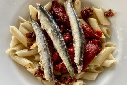 Platos a base de conservas de anchoas y tomate Olasagasti.