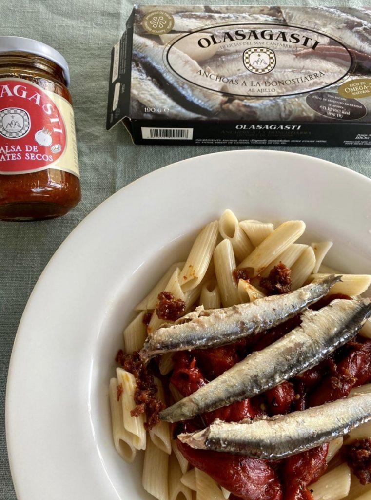 platos a base de Conservas Olasagasti con anchoas, pimientos y salsa de tomates secos