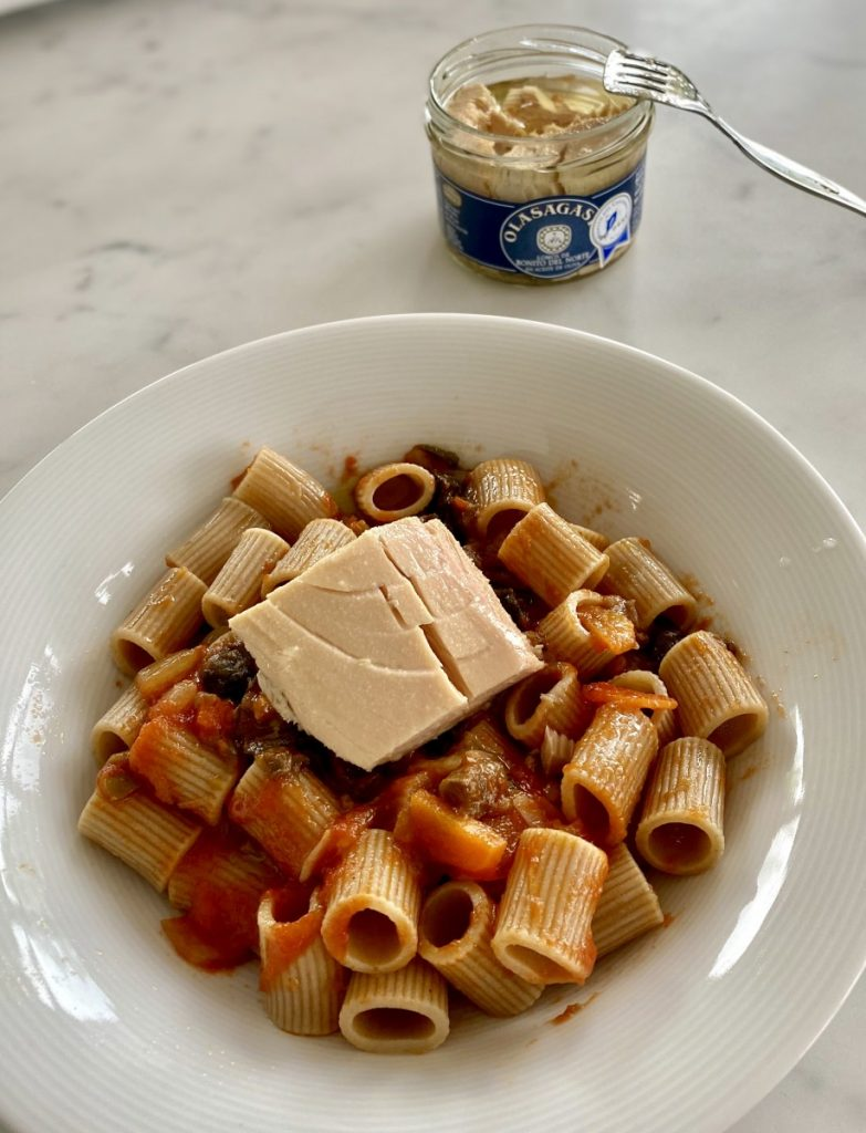 macarrones olasagasti con bonito del norte y salsa de tomate inteligente