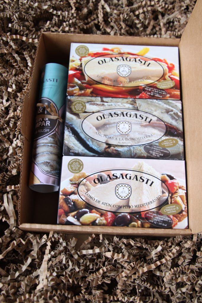 Los seis estuches de las 6 recetas de familia Abrir y Zampar Olasagasti en esta nueva caja de cartón.